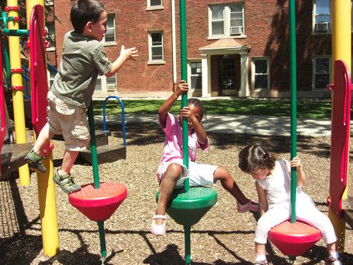 nens jugant al parc